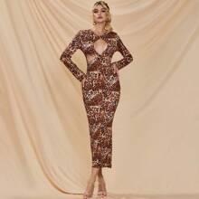 Kleid mit Ausschnitt vorn und Leopard Muster
