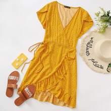 Kleid mit Rueschen, Wickel Design, seitlichem Band und Herzen Muster