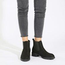 Minimalistischer Chelsea Stiefel