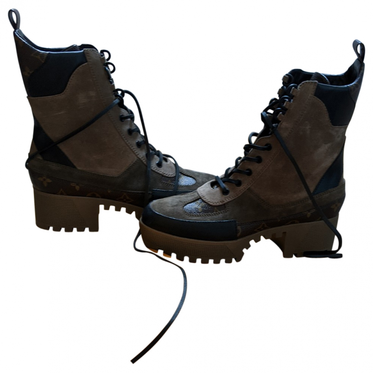 Louis Vuitton Laureate ankle Beige Suede Ankle boots for Women 40 EU