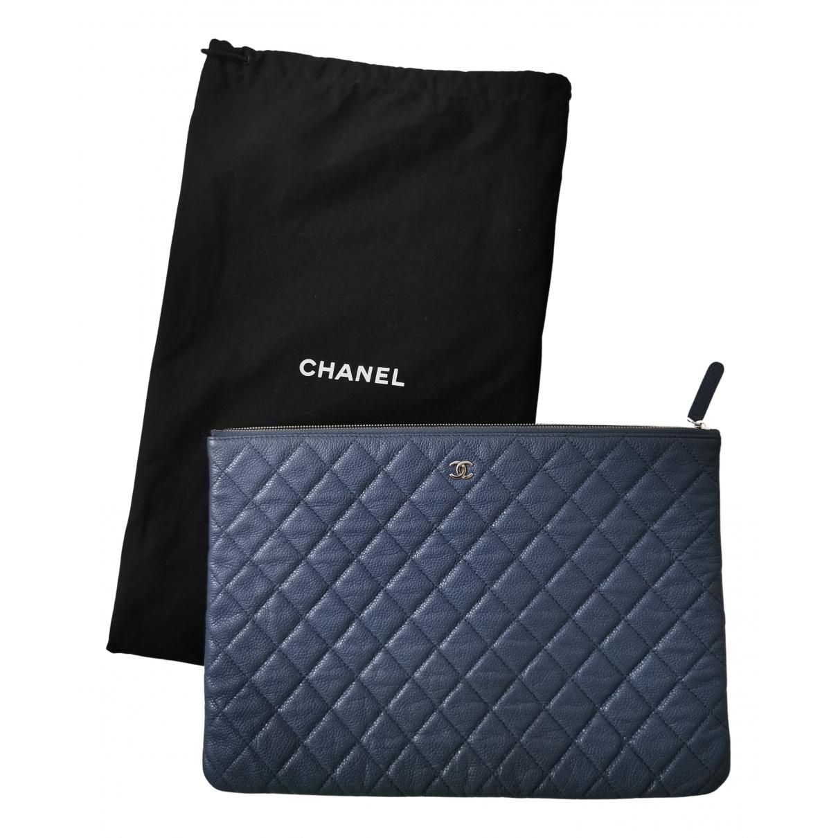 Chanel \N Clutch in  Grau Leder