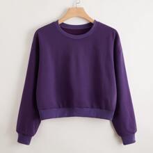 Einfarbiges Sweatshirt mit sehr tief angesetzter Schulterpartie