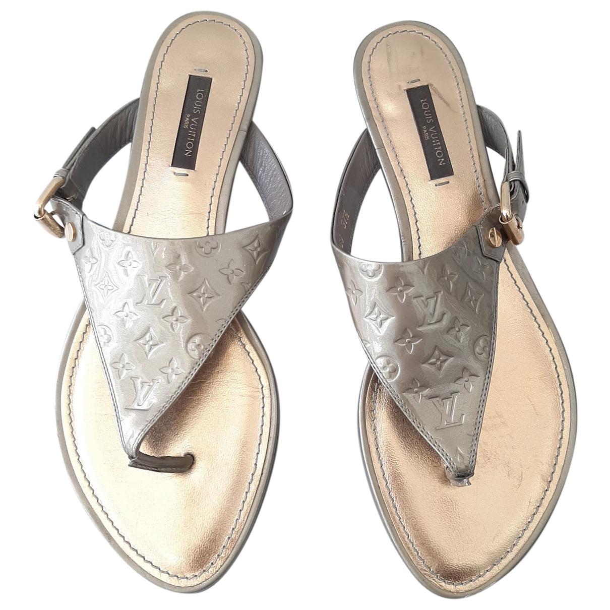 Louis Vuitton \N Sandalen in  Silber Lackleder