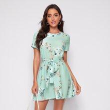 Kleid mit Selbstguertel und Blumen Muster