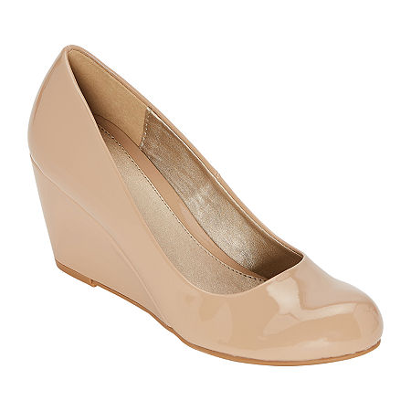 CL by Laundry Womens Nima Closed Toe Wedge Heel Pumps, 8 1/2 Medium, Beige