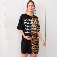 Maternity Gespleisstes T-Shirt Kleid mit sehr tief angesetzter Schulterpartie, Buchstaben Grafik und Leopard Muster
