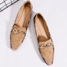 Loafers mit Metall Dekor und Schlangenleder Muster