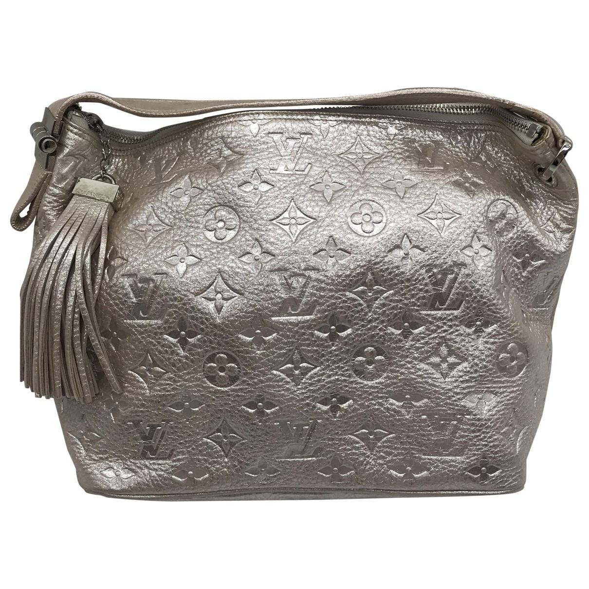 Louis Vuitton \N Clutch in  Silber Leder