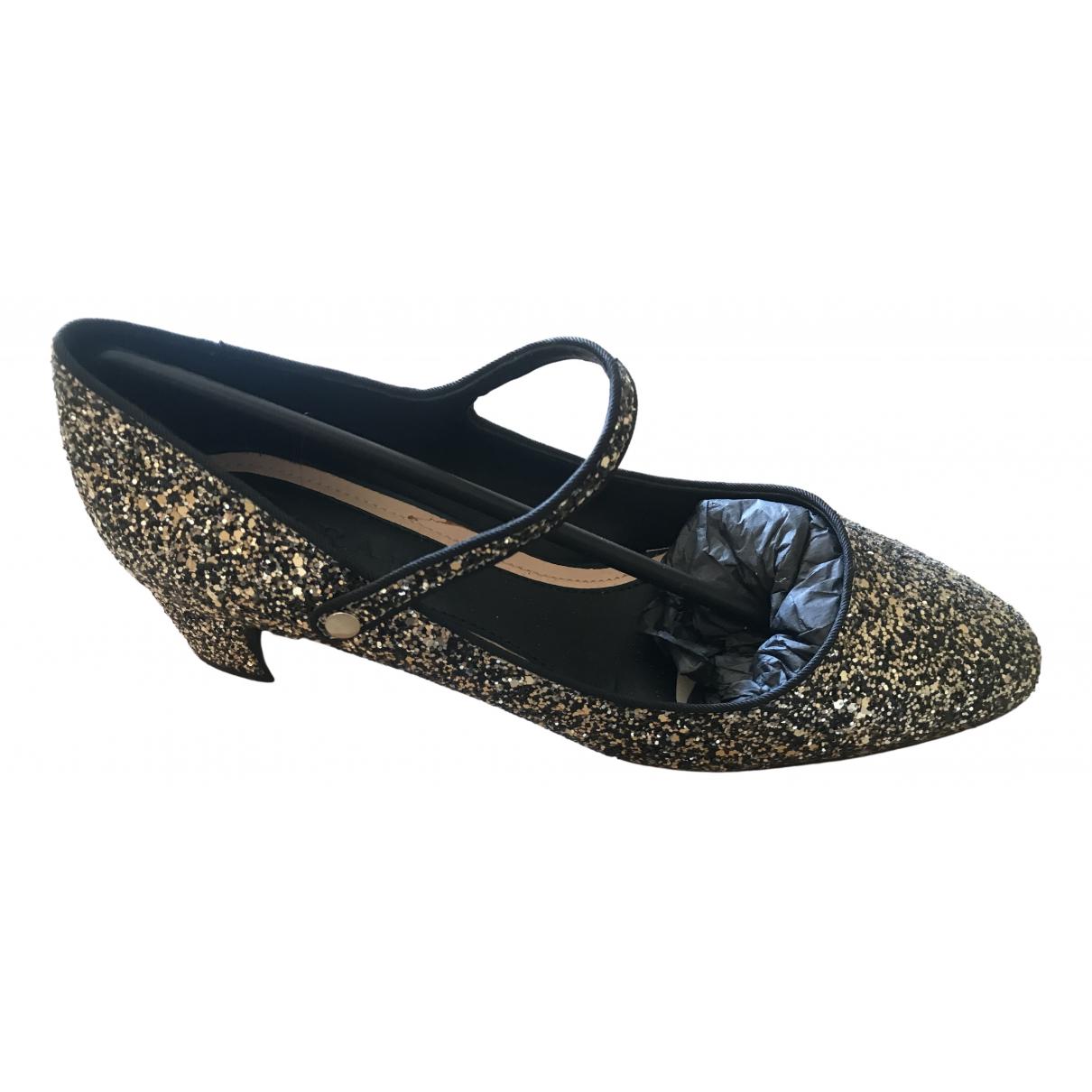 Zara \N Ballerinas in  Gold Mit Pailletten