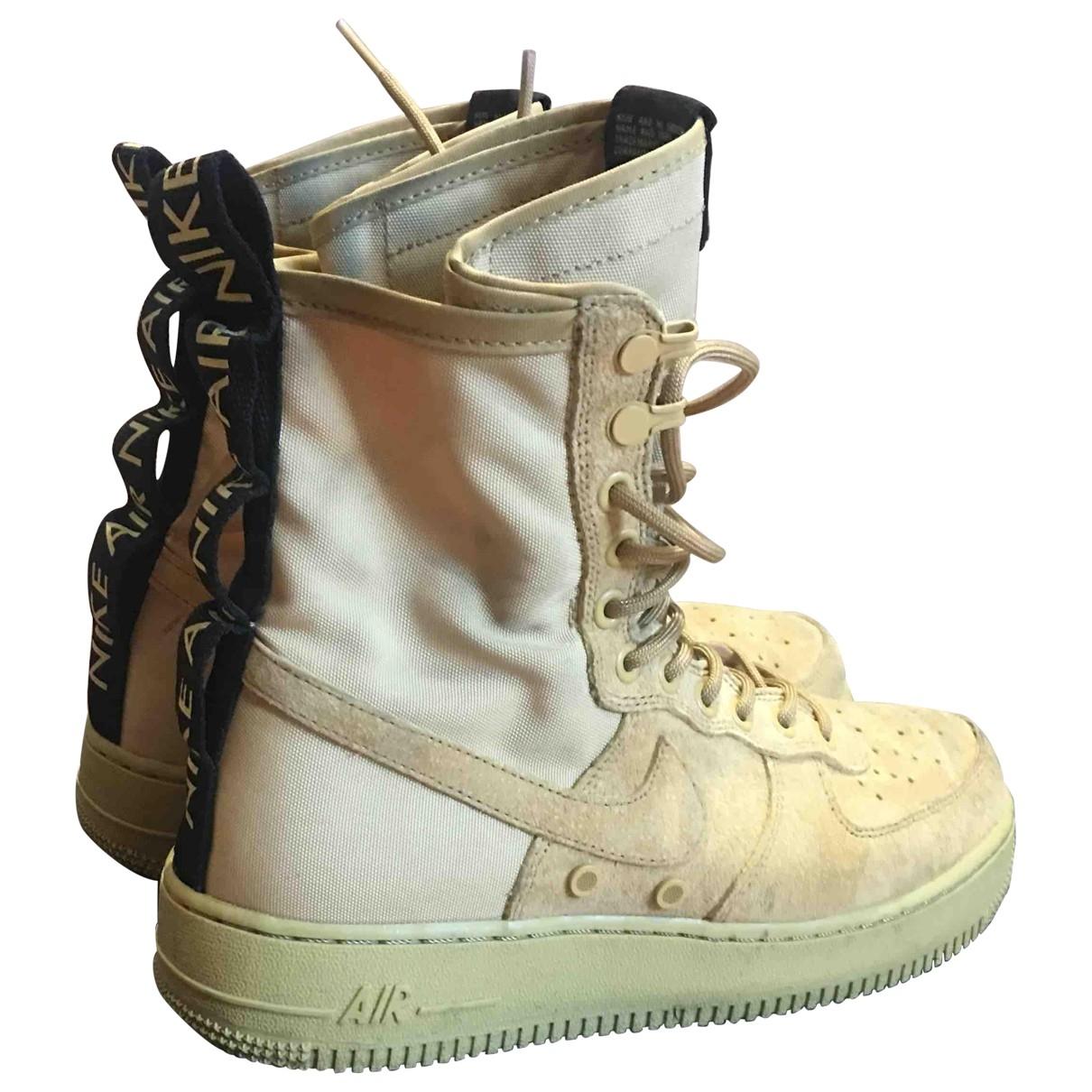 Nike SF Air Force 1 Sneakers in  Beige Veloursleder