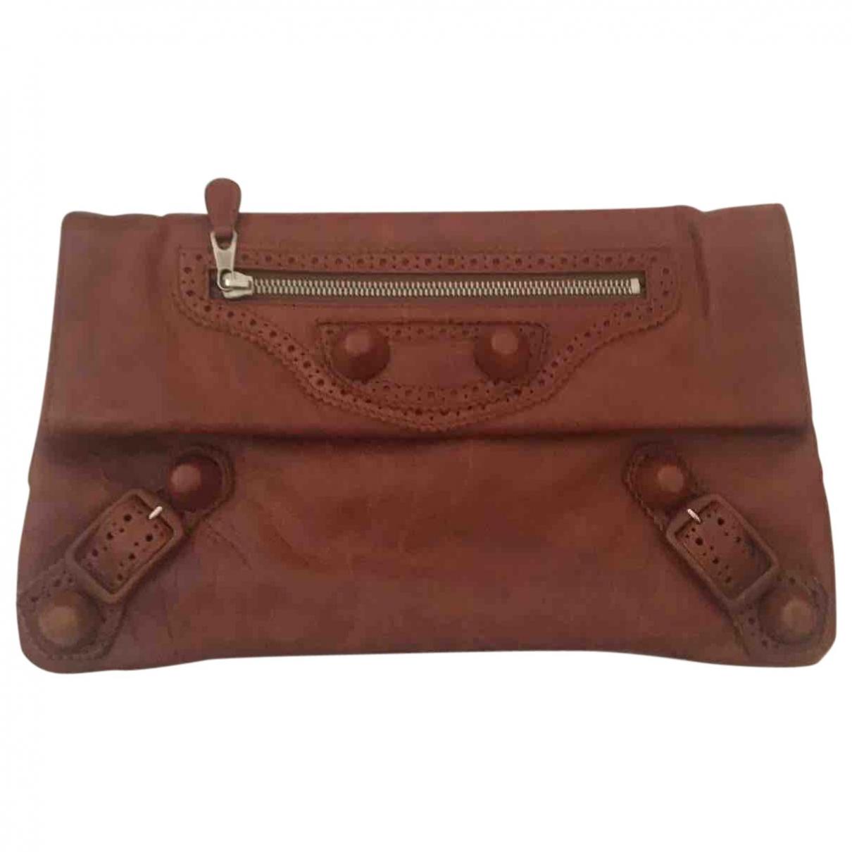 Balenciaga Envelop Clutch in  Braun Leder