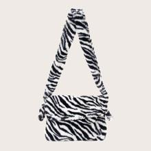 Flaumige Schultertasche mit Zebra Streifen