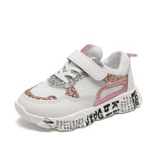 Zapatillas de niñitas de suela con estampado de letra brillante