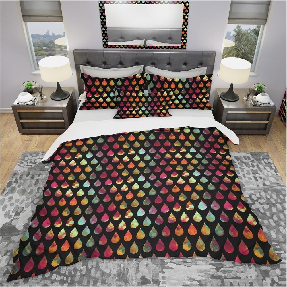 Designart 'Drops of Geometric Colours on Black Background' Modern & Contemporary Bedding Set - Duvet Cover & Shams (King Cover + 2 king Shams