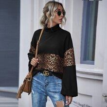 Camiseta de cuello alto de manga farol panel de leopardo