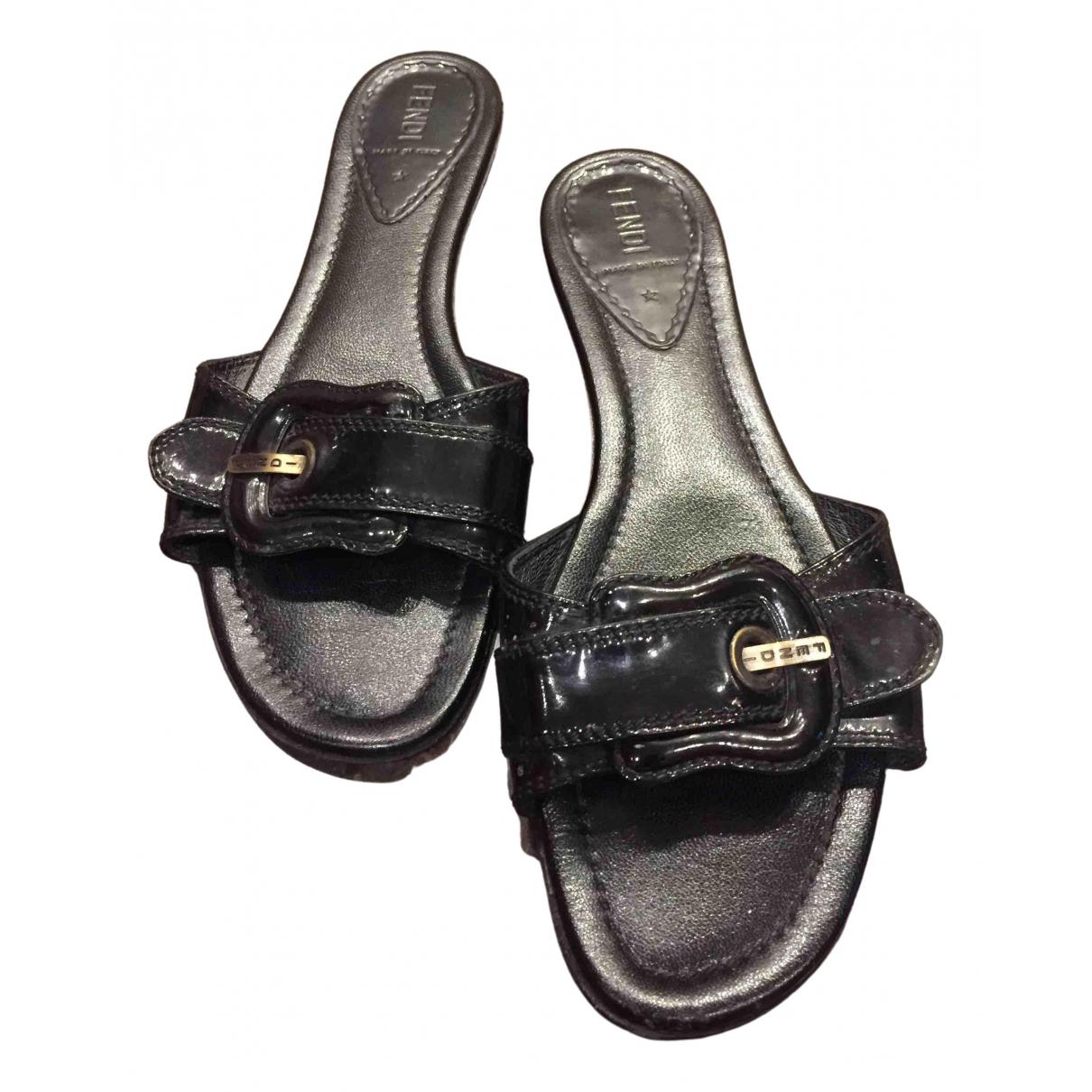 Fendi \N Sandalen in  Schwarz Lackleder