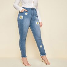 Plus Raw Hem Embroidered Daisy Floral Jeans