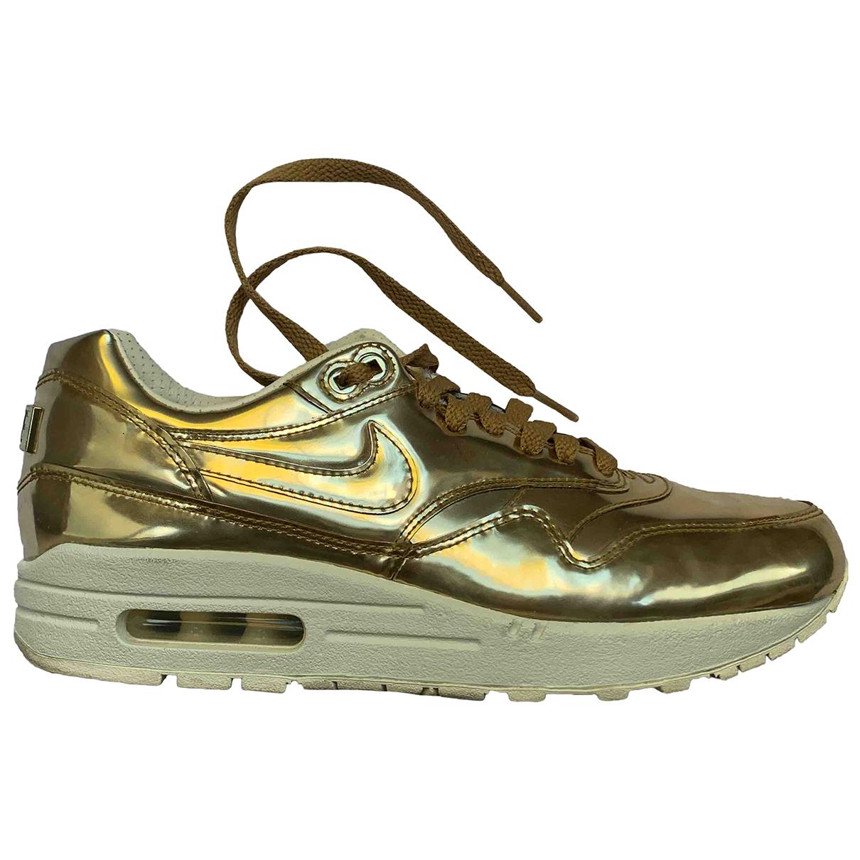 Nike Air Max 1 Sneakers in  Gold Leder
