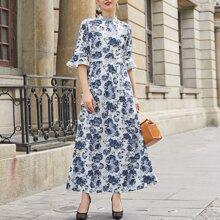 Kleid mit Stehkragen, Guipure Spitzen und Schosschenaermeln