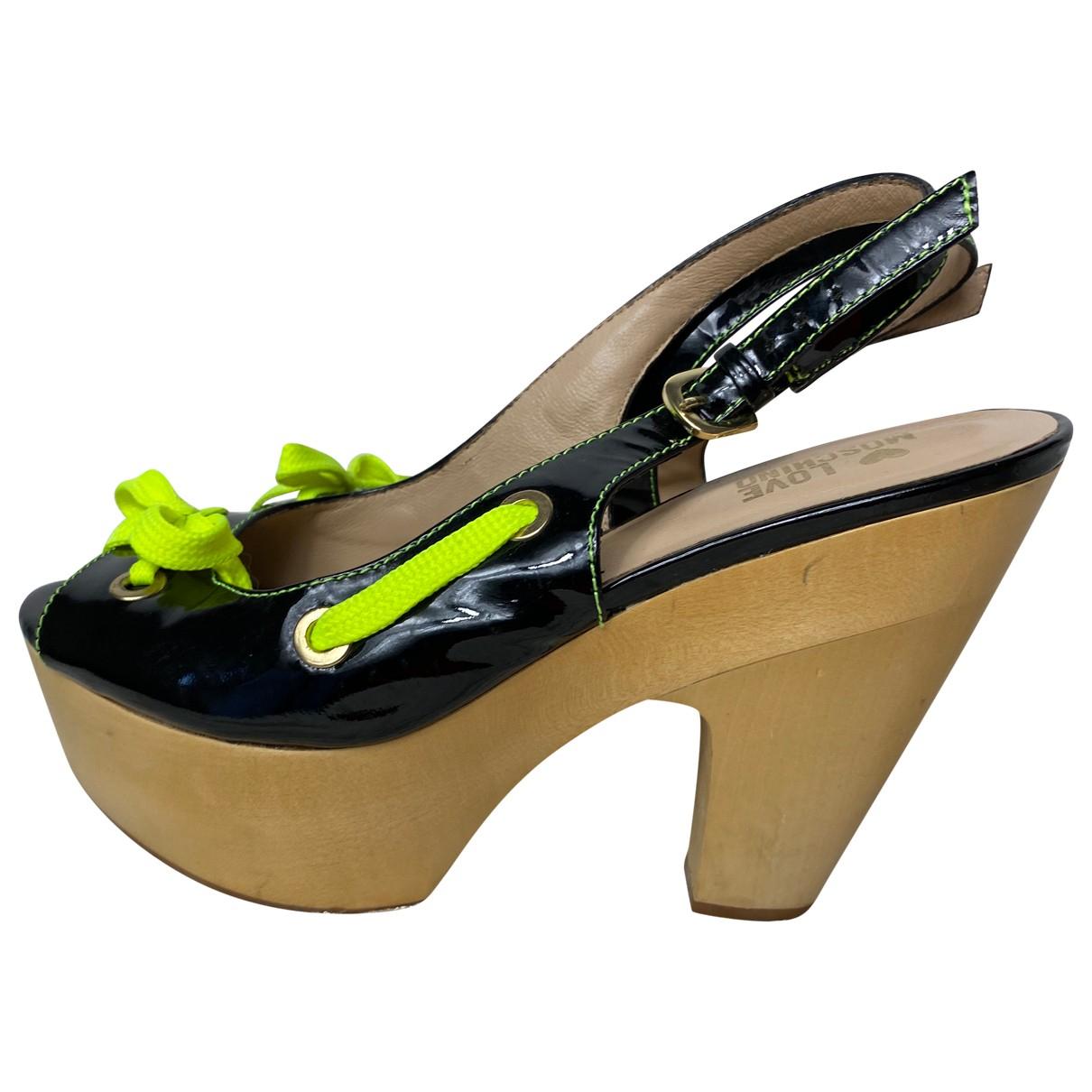 Moschino Love \N Sandalen in  Schwarz Lackleder