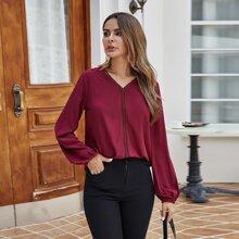 Bluse mit V-Kragen und Kontrast Spitzen