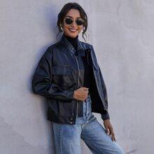PU Leder Jacke mit Reissverschluss, Taschen Klappe und sehr tief angesetzter Schulterpartie