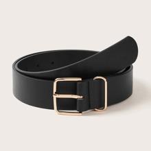 Cinturon con hebilla de color metalico