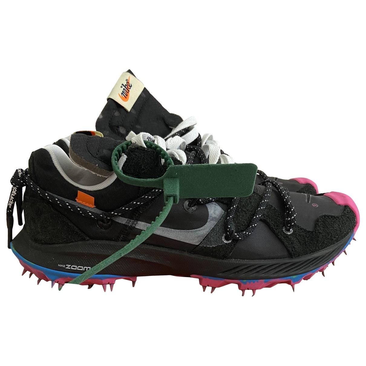 Nike X Off-white Zoom Terra Kiger 5 Sneakers in  Rosa Kunststoff
