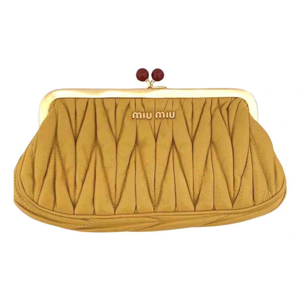 Miu Miu - Pochette Matelasse pour femme en cuir - jaune