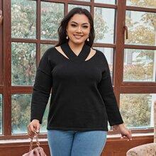 Pullover mit sehr tief angesetzter Schulterpartie und Ausschnitt