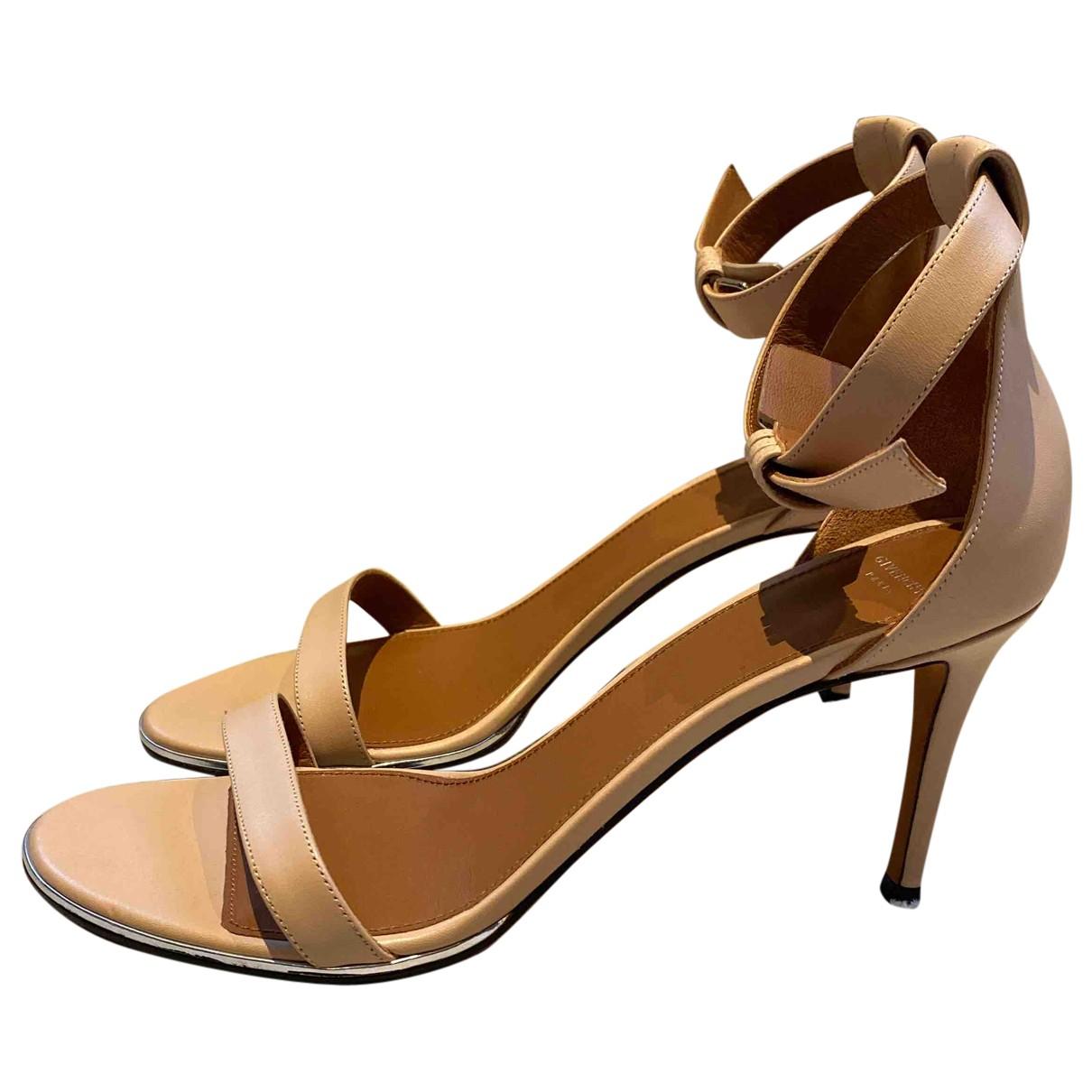 Givenchy - Escarpins   pour femme en cuir - beige