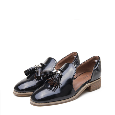 Yoins Black Leather Look Round Toe Tassel Cut-out Slip-on Loafers