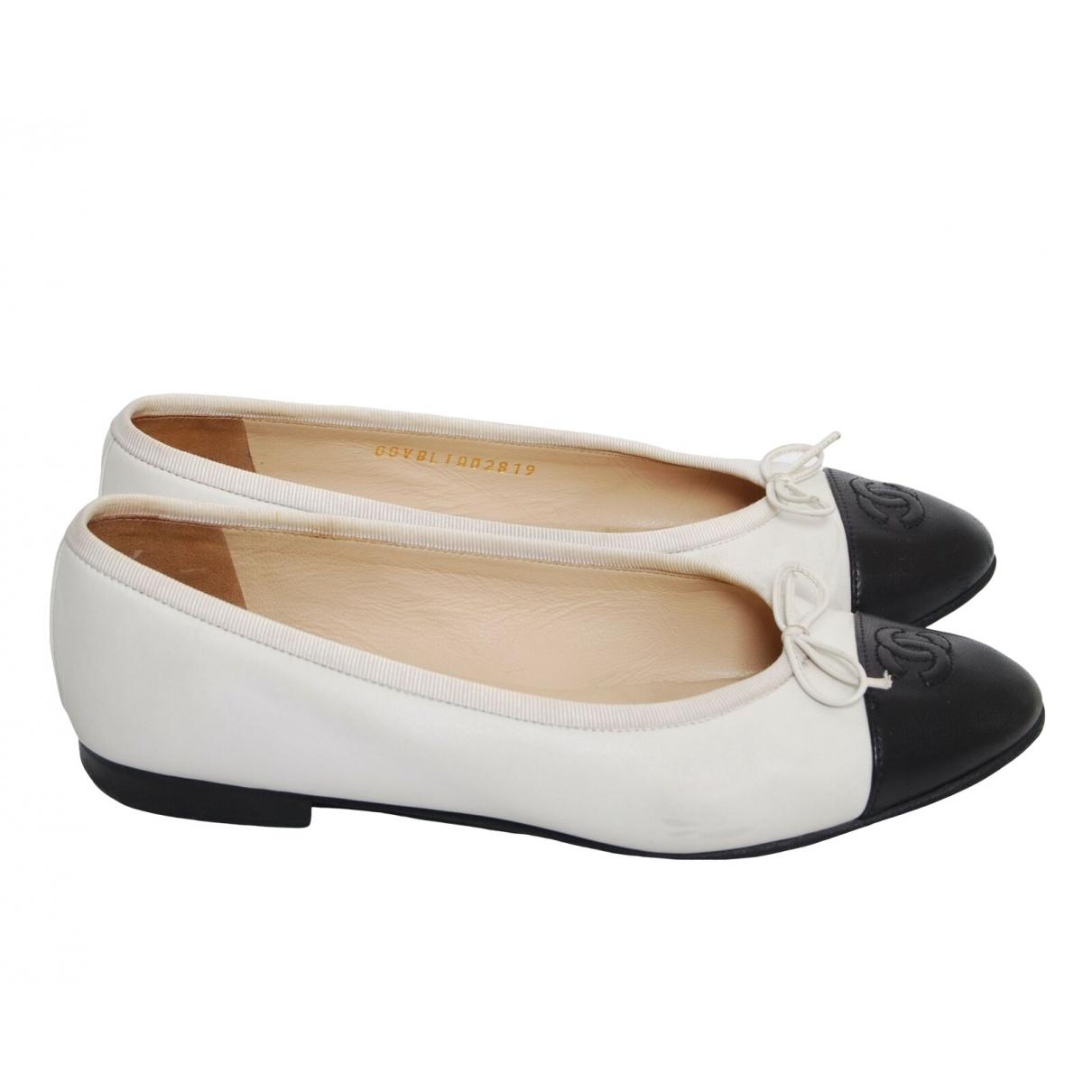 Chanel \N Ballerinas in  Weiss Leder