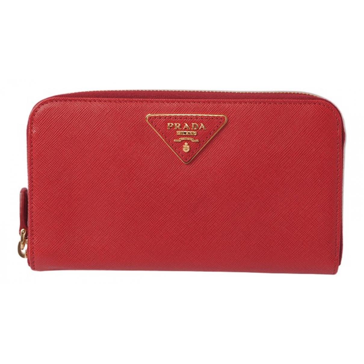 Prada \N Portemonnaie in  Rot Leder