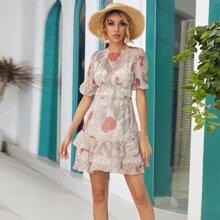 Kleid mit offener Rueckseite, Raffungsaum und Pflanzen Muster