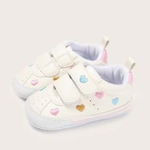 Baby Maedchen Sneakers mit Herzen Stickereien