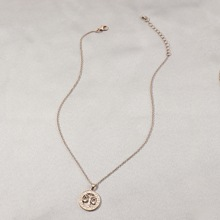 Halskette mit Waage Dekor