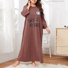 Vestido de pijama de rayas con estampado de letra y dibujos animados
