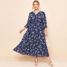 Maxi Kleid mit V Kragen, Guertel, Blumen Muster und Streifen