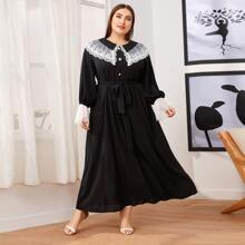 Kleid mit Stickereien, Netzbesatz, Peter Pan Kragen, Spitze, Ruesche und Manschetten