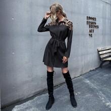 Kleid mit Kontrast, Leopard Muster, Knopfen vorn und Guertel