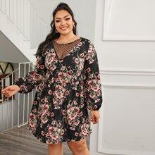 Kleid mit Punkten Muster, Netzstoff Einsatz, Bishofaermeln und Blumen Muster
