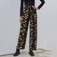Hose mit Camo Muster, Reissverschluss hinten und Band vorn