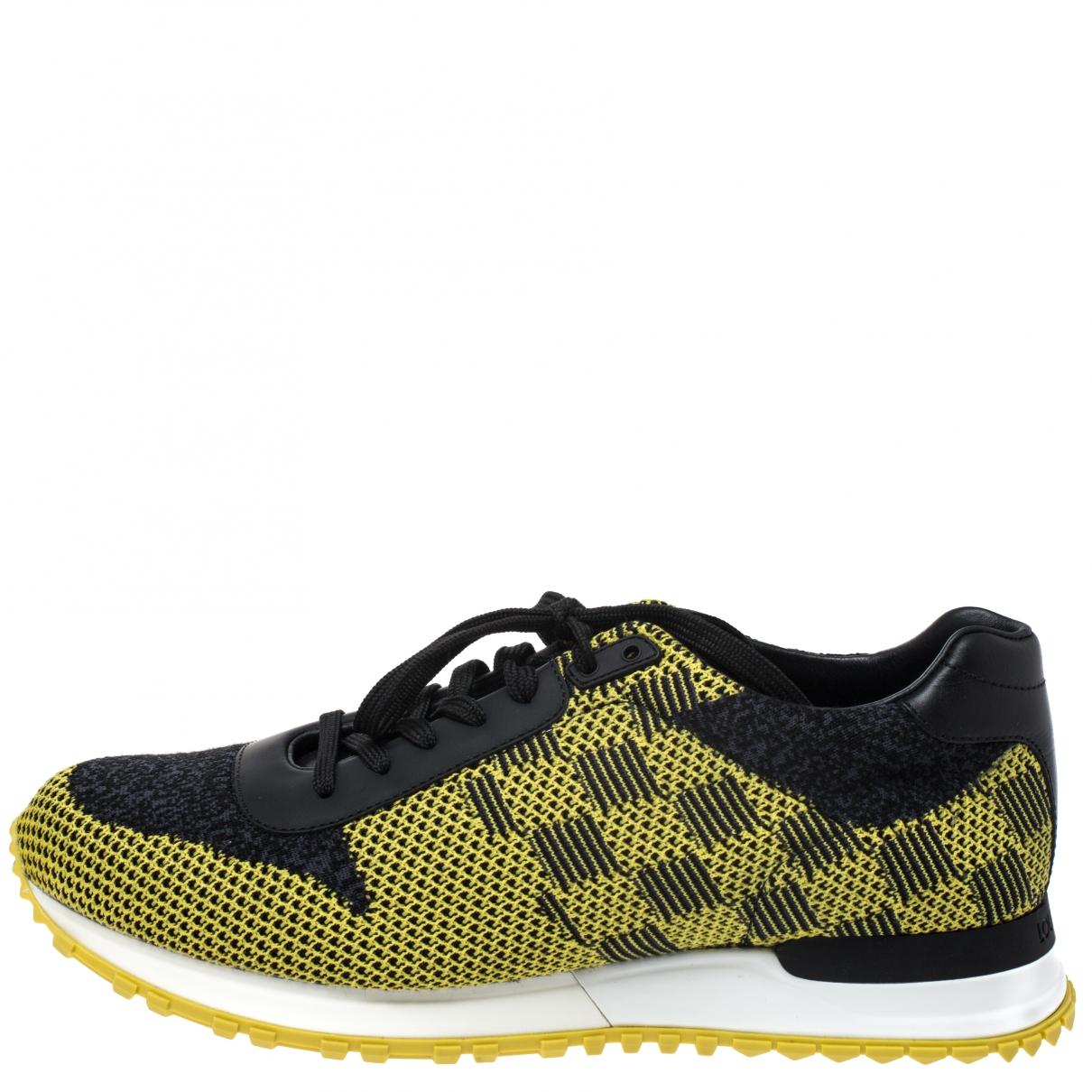 Louis Vuitton Run Away Sneakers in  Bunt Leder