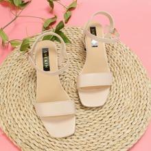 Zweiteilige Sandalen mit klobigem Absatz
