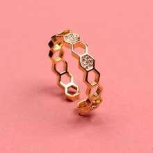 Geometrischer Ring mit Ausschnitt