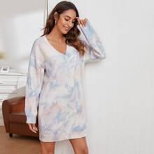 Pullover Kleid mit sehr tief angesetzter Schulterpartie und Batik