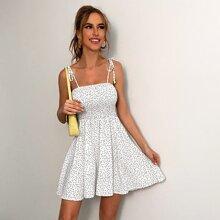 Cami Kleid mit Knoten auf Schulter, Punkten Muster und Rueschen