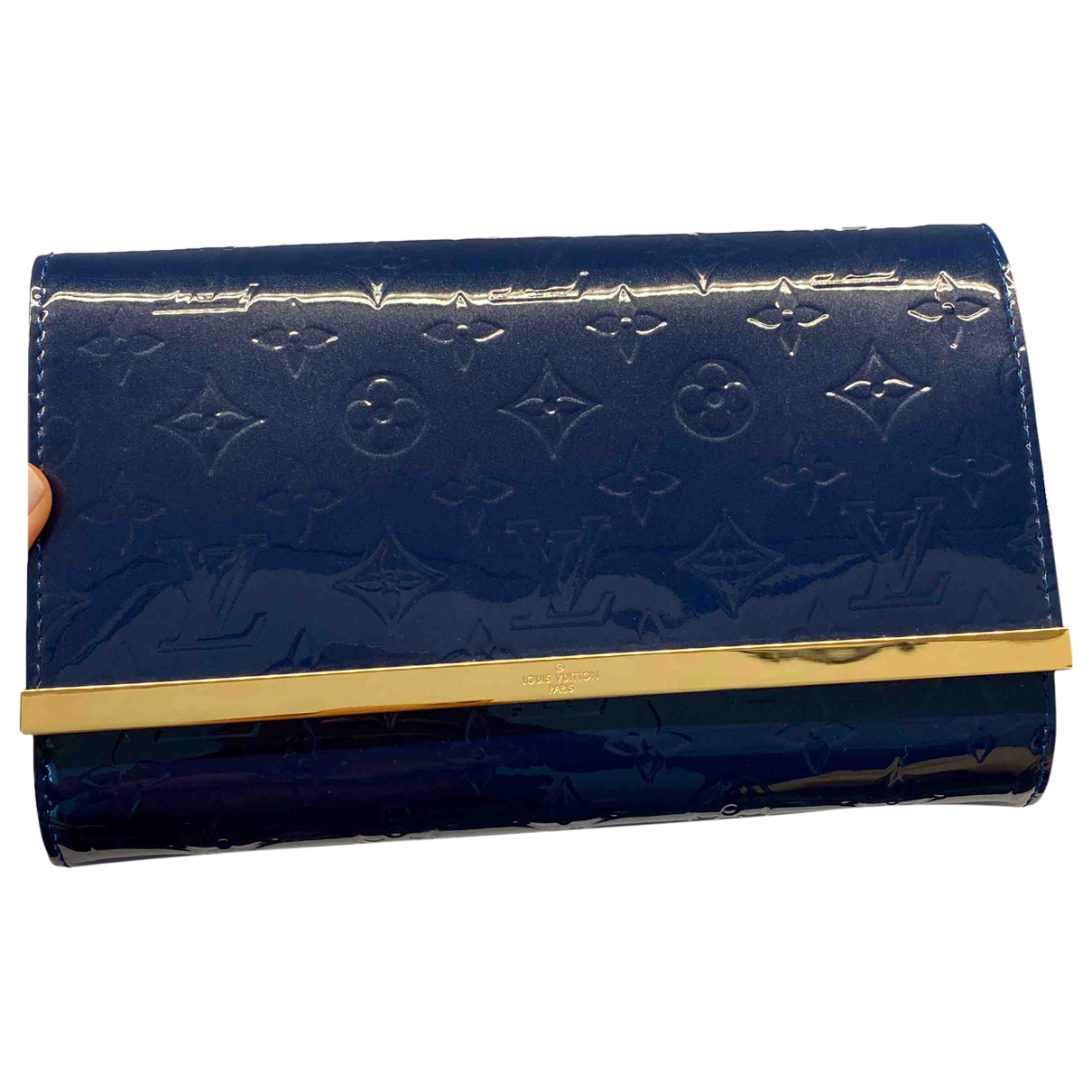 Louis Vuitton Ana Clutch in  Blau Lackleder