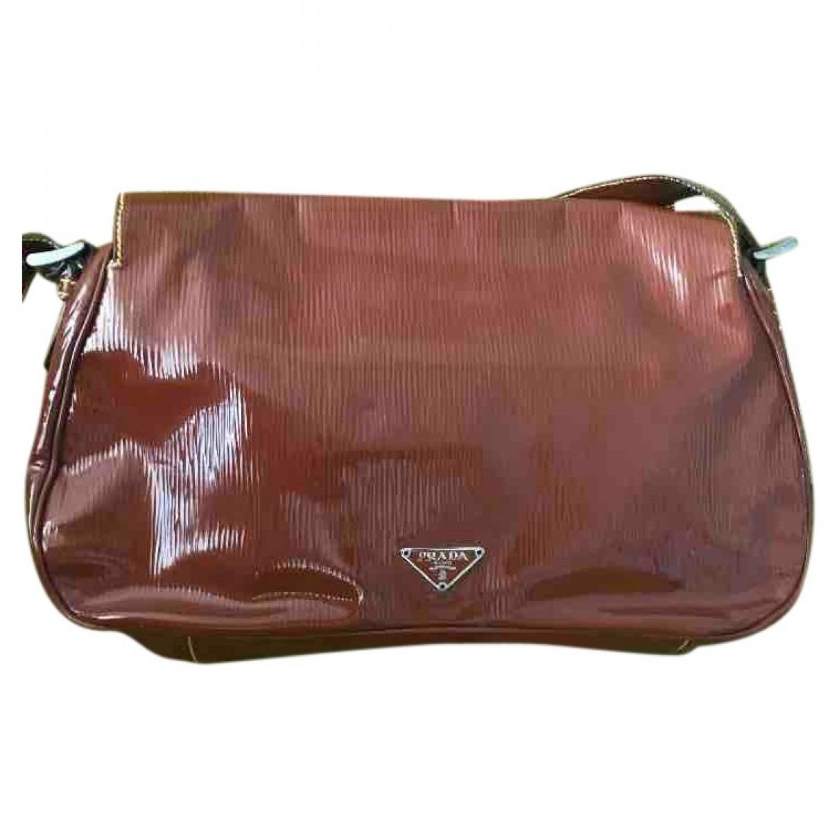 Prada \N Handtasche in  Braun Lackleder